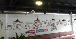 식당에 벽화를 그리다.